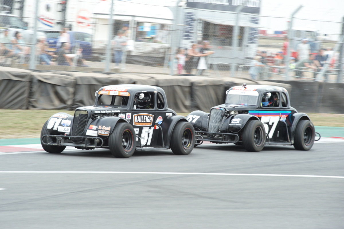 Remarkable Legends Cars Photo-finish Provides Perfect End To Donington 'Convoy In The Park' Spectacular